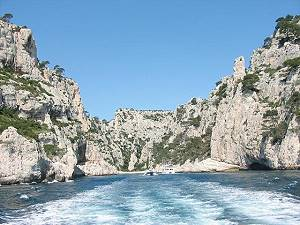 the calanques are visited by many dayboats and motoryachts as well as sailingyachts
