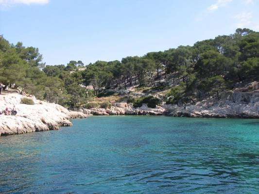 Calanque de Sugiton quite and calm even when sailing boats or motoryachts are moored here