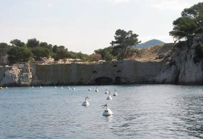 Port Minou is the Calanque very close to Cassis where you can sail with your charterboat