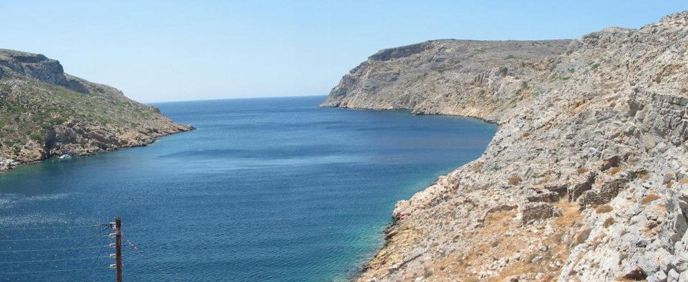 Chersonisos Einfahrt zur Bucht Sifnos Kykladen yachtcharter